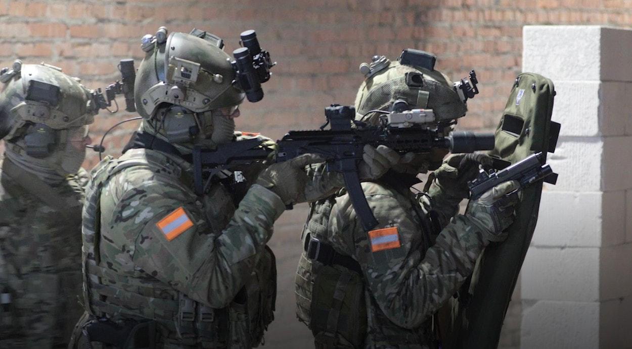 Пистолет-пулемет «Витязь» и пистолет Ярыгина в действии