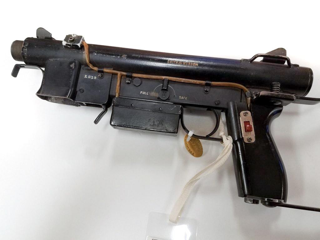 Пистолет-пулемет на батарейках S&W X219