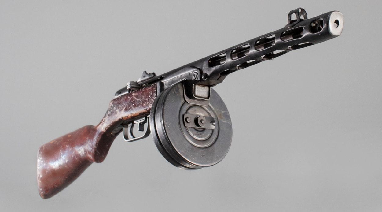 100 лет «Красной Армии»: Пистолет-пулемет Шпагина ППШ-41