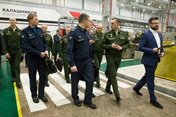 Делегация Министерства обороны РФ на производственной площадке Концерна «Калашников»