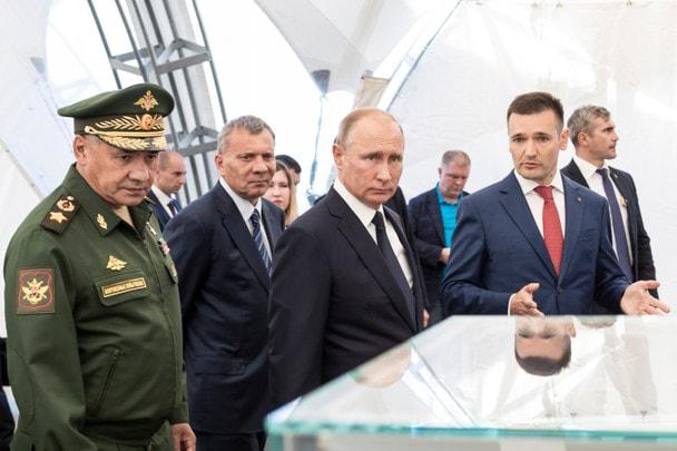 Владимир Путин в стрелковом центре Концерна «Калашников»