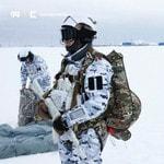 Российские десантники в экипировке «Группы 99» совершили первый в мире арктический прыжок с высоты 10 тысяч метров